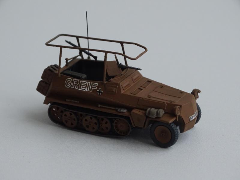 "ca)Sd.Kfz.250/3 ""Greif"" DAK"